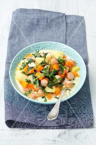 Potato & spinach soup with sausage and cream