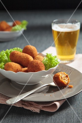 Spanish croquettes with tomato and ham
