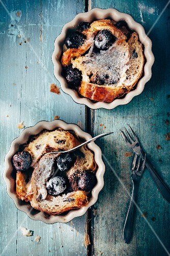 Bread pudding made of croissants with cherries and icing sugar