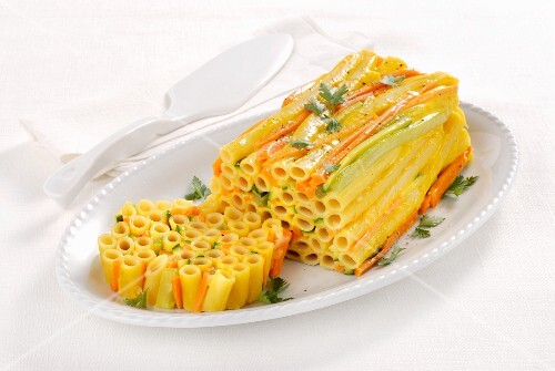 A colourful ziti pasta terrine with carrots and celery