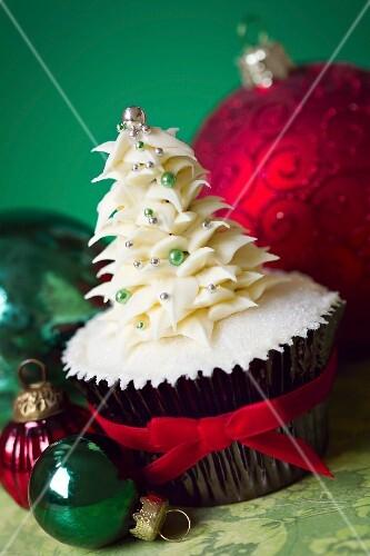 Cupcake with buttercream Christmas tree