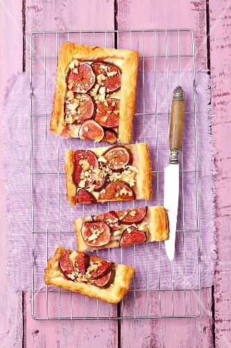 Puff pastry tart with camembert and figs and topped wih walnuts