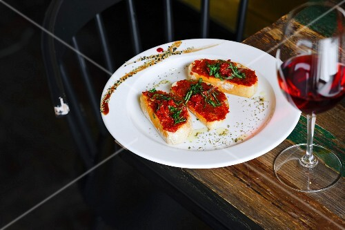 Bruschetta with dried tomatoes