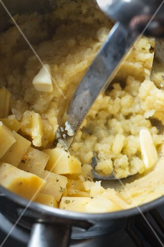 Mashed turnip with butter (close-up)