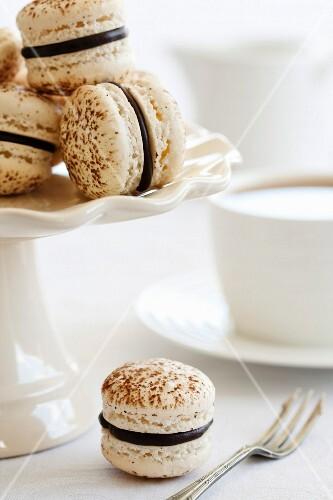 Französische Macarons mit Ganache gefüllt