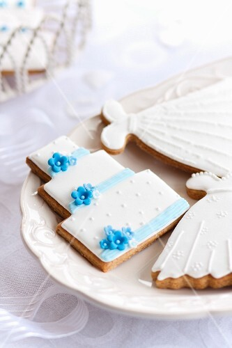 Cookies decorated for a wedding