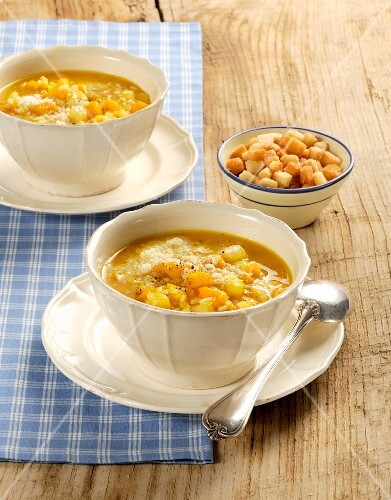 Minestra di zucca, riso e patate (Italian pumpkin stew with potatoes and rice)