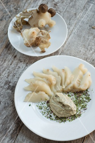 Jerusalem artichoke with tofu & seaweed sauce