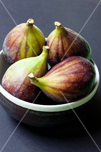 Four fresh figs in a dish