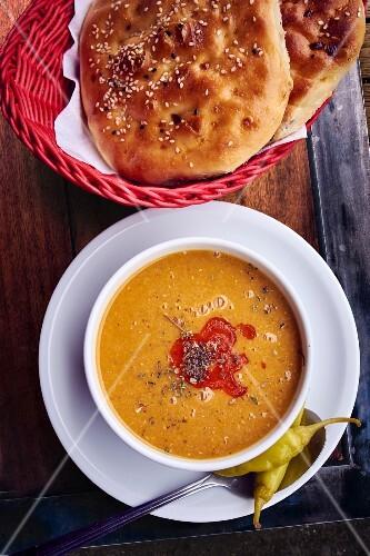 Lentil soup with unleavened bread
