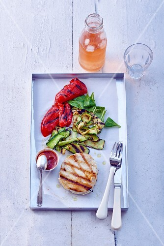 Tuna steak with pepper and courgette