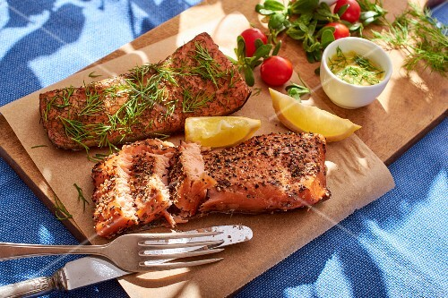 Smoked salmon with dill sauce