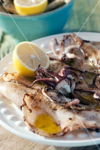 Charcoal-grilled calamari with lemon