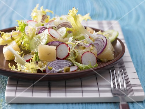 Radish salad with Harzer Käse (sour milk cheese), cucumber and red onion