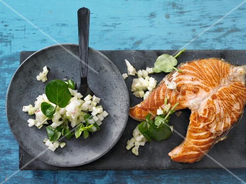 Salmon steak with kohlrabi and fennel salad
