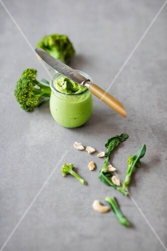 Vegan spread: broccoli & cashew nut cream