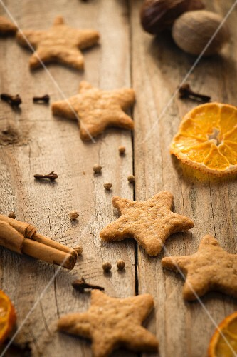 Star-shaped ginger Christmas biscuits