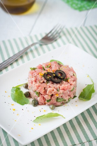 Tartare with olives and capers