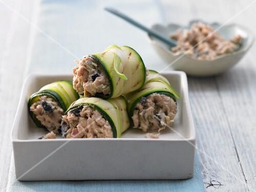 Zucchini-Röllchen mit Kapern-Thunfischfüllung