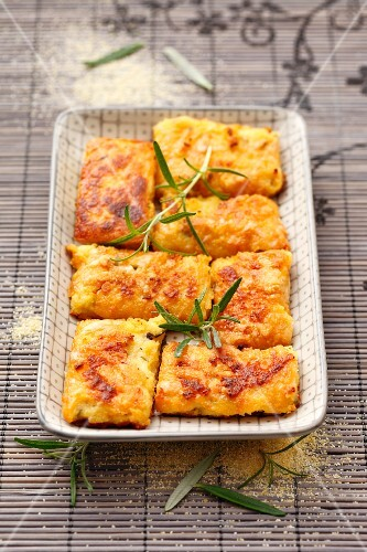 Polenta bars with Parmesan and rosemary