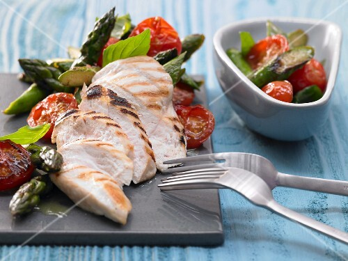 Chicken breast with asparagus and basil