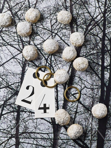 Mini spelt and honey doughnut balls for Christmas