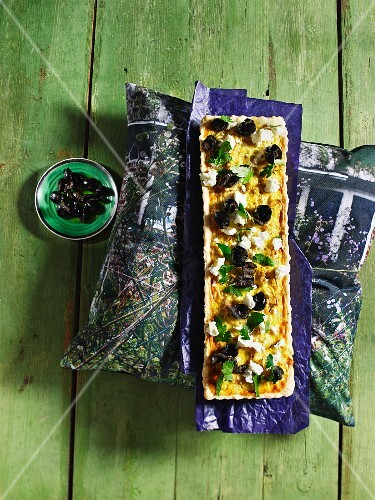 Onion and quinoa quiche with olives and feta