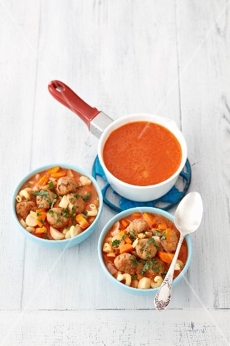 Tomato soup with pasta and meatballs