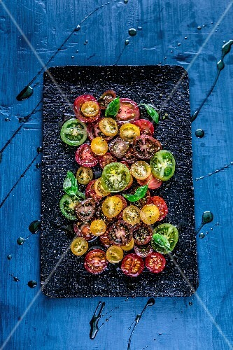 Coloured tomato salad with balsamic vinegar (seen from above)
