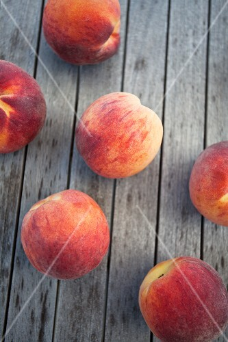 Whole peaches on a wooden table