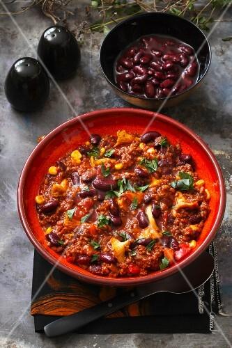 Chili con carne with chanterelle mushrooms