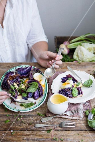 Fried red cabbage with parmesan, herb oil, poached eggs and chive hollandaise