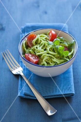 Courgette spaghetti with avocado & coriander sauce (uncooked)