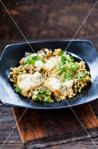 Risotto with turmeric, mushrooms and cheese
