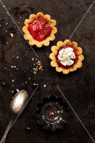 Strawberry tartlets with and without cream