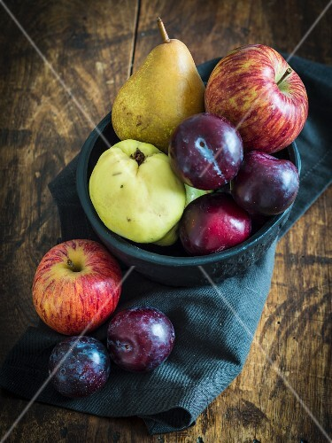 Autumn fruits in a bowl