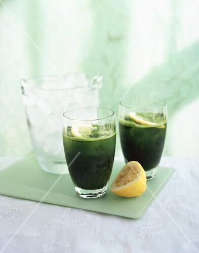 Green vegetable juice with lemon