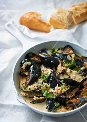 Steamed mussels with a creamy lemon and white wine sauce