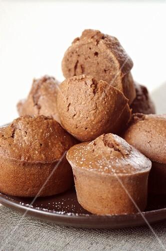 Mini chocolate cakes (close-up)