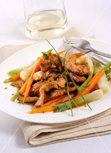 Veal strips with carrot and spring onions