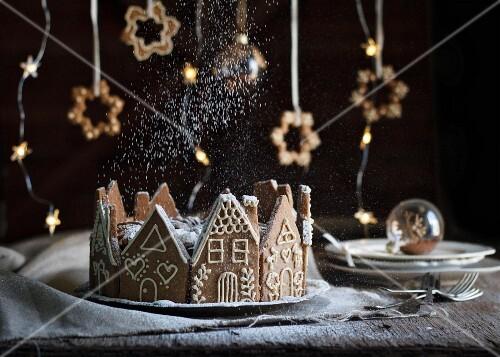 Weihnachtskuchen im Lebkuchenhaus