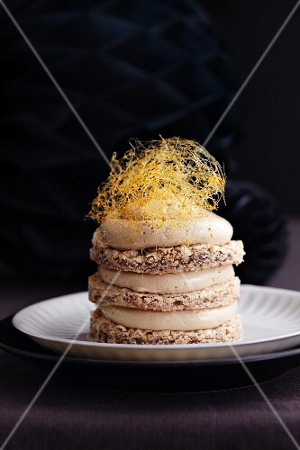Meringue cake with nougat cream and caramel strands for the New Year