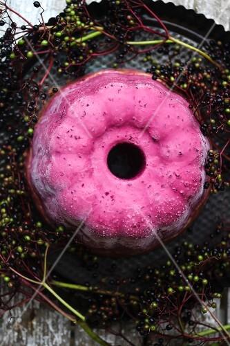 Elderberry ice cream cake (seen from above)