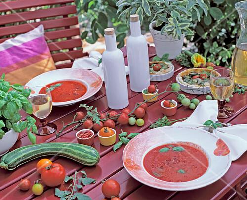 lycopersicon tomaten und tomatensuppe bild kaufen friedrich strauss gartenbildagentur. Black Bedroom Furniture Sets. Home Design Ideas