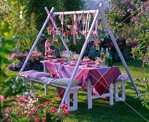 Sommerblumen Tischdeko Rosa Rosen Bild Kaufen 12146686