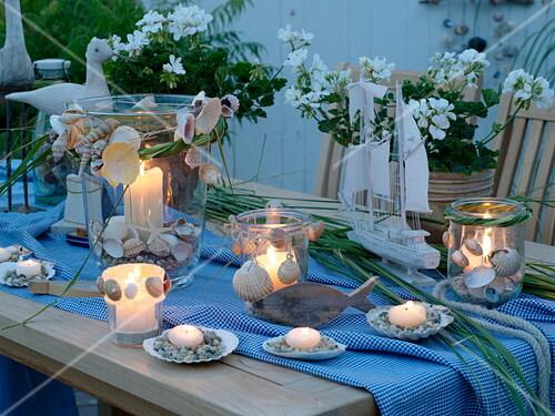 Maritime Tischdeko Auf Terrasse In Bild Kaufen 12159260
