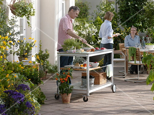 Outdoor Küche Kaufen : Outdoor u küche grillen auf der terrasse u bild kaufen