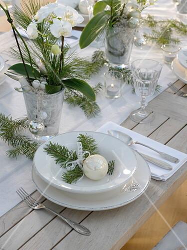 Weihnachtliche Orchideen Tischdeko In Bild Kaufen 12161128