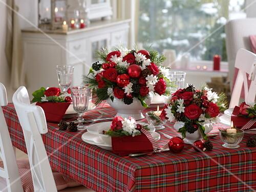 Duftende Rot Weisse Weihnachts Tischdeko Bild Kaufen 12170644