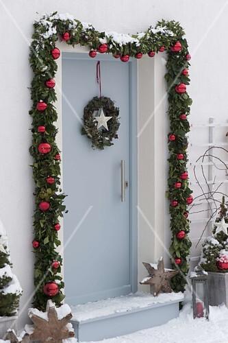 Haust r mit girlande weihnachtlich bild kaufen - Haustur dekorieren ...